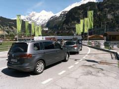 Am Lötschberg betreibt die BLS einen Autoverlad. (Bild: Keystone/CHRISTIAN BEUTLER)