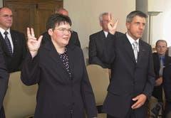 Vereidigung von Albert Müller als Obergerichtspräsident per 1. Januar 2015. Links wurde Oberrichterin Therese Rotzer ebenfalls vereidigt. (Bild: Beat Christen, Stans, 17. Juni 2004)