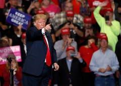 Trump hat den Senat weiterhin auf seiner Seite. (Bild: AP/Jeff Roberson, Cape Girardeau, 5. November 2018)