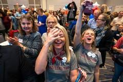 Die Freude auf Seiten der Demokraten ist gross. (Bild: EPA/Jim Lo Scalzo, Kansas, 6. November 2018)