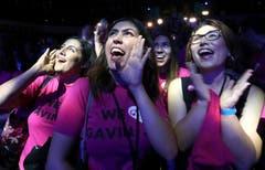 Die Frauen feiern den Sieg des Demokraten Gavin Newsom (Kalifornien) über den Republikaner John Cox. (Bild: AP/Rich Pedroncelli, Los Angeles, 6. November 2018)