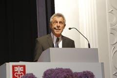 Albert Müller spricht als Präsident der Maturitätskommission an der Maturfeier des Kollegi Stans zu den Absolventen. (Bild: André A. Niederberger, Stans, 21. Juni 2016)