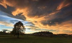 Wolkenkünstler über Kirchberg. (Bild: Roland Hof)