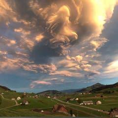 Naturschauspiel über der Ostschweiz. (Bild: Claudia Müller)