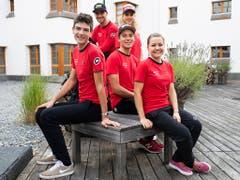 Alexandre Balmer, Filippo Colombo und Sina Frei (vorne von links) sowie Nino Schurter und Jolanda Neff sind das Schweizer Radsportteam des Jahres 2018 - dank dem WM-Gold in der Mixed-Staffel in Lenzerheide (Bild: KEYSTONE/GIAN EHRENZELLER)