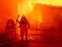In Paradise, Kalifornien, sind mindestens 1000 Gebäude zerstört worden, nachdem ein Waldbrand auf die Kleinstadt übergegriffen hat. (Bild: KEYSTONE/FR34727 AP/NOAH BERGER)