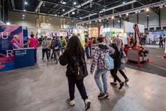 Insgesamt präsentieren über 160 Berufsverbände, Schulen und Unternehmen ihre vielseitigen Aus- und Weiterbildungsangebote. (Bild: Pius Amrein, 8. November 2018)
