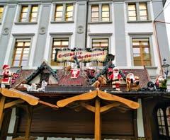 Schöne und lustige Weihnachtsdekoration mit Samichläusen in der Stadt Luzern. (Bild: Urs Gutfleisch (26. November 2018))