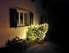 Die Adventsbeleuchtung an einem Wohnhaus in Malters. (Bild: Urs Gutfleisch (25. November 2018))