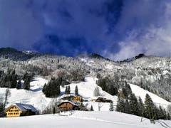 Herrlicher Sonnenschein, blauer Himmel mit Restwolken und eine wunderbar winterliche Stimmung im Gebiet Sörenberg. (Bild: Urs Gutfleisch (Malters, 11. Dezember 2018))