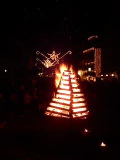Feuerpyramide des Quartiervereins Altstadt anlässlich «Altstadt im Lichterglanz». (Bild: Hans Peter Lässer (Sursee, 29. November 2018))