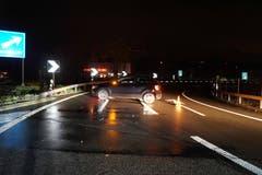 Rotkreuz - 10. DezemberAuf der Autobahn A4 ist es zu einem Auffahrunfall zwischen zwei beteiligten Autos gekommen. Der Unfallverursacher beging Fahrerflucht.