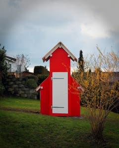 Norwegen? Irland? Nein - Untereggen. Evangelische Holzkirche in einem Garten. (Bild: Hansjörg Huber)