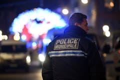 Täglich sind rund 300 Polizisten und 160 private Wachleute auf dem Weihnachtsmarkt im Einsatz.