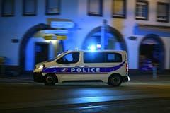 Auch zahlreiche Polizisten..... (Bild: EPA/PATRICK SEEGER)