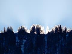 Langsam aber sicher zeigen sich die ersten Sonnenstrahlen. (Bild: Margrith Imhof-Röthlin (Oberarth, 12. Dezember 2018))