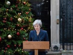 Weil Theresa May die Abstimmung über den Deal auf Eis gelegt hat, wollen die Hinterbänkler die Premierministerin zu Fall bringen. Doch May kämpft weiter. Die Wahl eines neuen Chefs könnte den geplanten EU-Austritt verzögern oder sogar verhindern, warnte May. (Bild: KEYSTONE/EPA/STR)