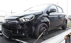 Dierikon - 14. Dezember 2018Bei einer Kollision zwischen zwei Autos wurden beide Lenkerinnen verletzt ins Spital gebracht. (Bild: Luzerner Polizei)
