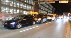 Buchrain/Dierikon - 13. Dezember 2018Bei einem Auffahrunfall von drei Personen- und einem Lieferwagen werden fünf Personen verletzt, drei davon müssen ins Spital.