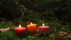 3. Advent: Die dritte Kerze brennt für Respekt, für Güte und für Gerechtikeit. (Bild: Irene wanner (Schötz, 22. November 2018))