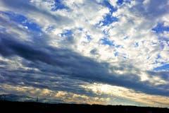 Der Himmel wie ein Gemälde, vom Lindewald aus gesehen. (Bild: Josef Habermacher (Neudorf, 15. Dezember 2018))