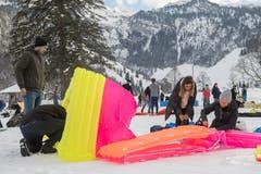 Diese Gruppe brachte einen Neonfarbtupfer in die Schneelandschaft. (Bild: Boris Bürgisser, Melchtal, 13. Dezember 2018)
