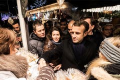 Der französische Präsident Emmanuel Macron am Weihnachtsmarkt. (Bild: EPA/Jean-Francois Badias, Pool, 14. Dezember 2018)