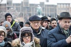 Strassburger Bürger am Kleber Platz in der Nähe des Weihnachtsmarkts. (Bild: AP Photo/Jean-Francois Badias, Strassburg, 16. Dezember 2018))