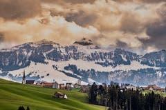Der Rechberg in Herisau, im Hintergrund der Hohe Kasten (Bild: Luciano Pau)