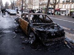 So sah es am Sonntagmorgen im Umkreis der Champs-Elysées in Paris aus. (Bild: KEYSTONE/EPA/ETIENNE LAURENT)