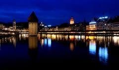 Luzern bei Nacht (Bild: Walter Buholzer (Luzern, 02. Dezember 2018))
