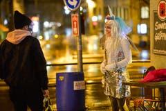 Ein Flirt in der Bechtelisnacht. (Bild: Donato Caspari)