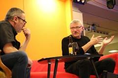 Heinz Keller (rechts) stellt sich den kecken Fragen von Talkmaster Ruedi Bomatter bei «greedi üüsä».