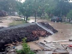Von gewissen Häusern blieben nach der Flugwelle nur noch Trümmer übrig. (Bild: KEYSTONE/EPA BNPB/BNPB / HANDOUT)