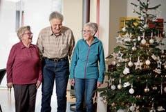 Drei Bewohner des Betagtenheims Eyhuis in Lungern haben für uns Erinnerungen an Weihnachten usw. in frühere Zeiten aufgewärmt (von links): Marie Vogler-Gasser, Hans Imfeld und Hedi Gasser-Gasser. (Bild: Bilder: Corinne Glanzmann (19. Dezember 2018))