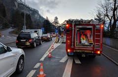 Kein Durchkommen mehr für den Transitverkehr am Wolfsprung. (Bild: Geri Holdener, 26. Dezember 2018)