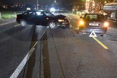 Stansstad - 26. DezemberZwei Fahrzeuge sind auf der Stansstaderstrasse frontal ineinandergeprallt. Verletzt wurde niemand. Beide Fahrzeuge erlitten Totalschaden. (Bild: Kantonspolizei Nidwalden)