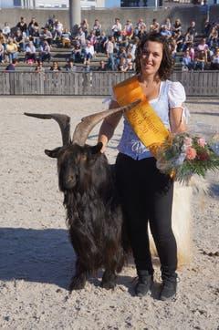 15. Oktober: Alexandra Jenny vom Sevelerberg wird an der Olma in St.Gallen zur neuen Geisskönigin erkoren. (Bild: PD)