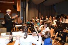 10. März: Die Bürgermusik Wildhaus feiert ihr 125-Jahr-Jubiläum mit einer «Nacht der Musik». Überraschungsgäste, eine vielseitige musikalische Unterhaltung und die Farben Rot und Weiss zu dunklen Hosen prägen den wunderbaren Abend. (Bild: Adi Lippuner)