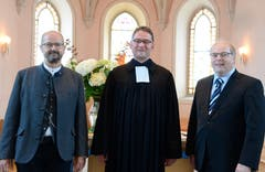 1. Juli: Der neue Pfarrer der Evangelisch-reformierten Kirchgemeinde Sennwald, Rolf Bärtsch (links), wird feierlich in sein Amt eingesetzt. (Bild: Hansruedi Rohrer)