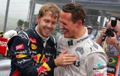Michael Schumacher und Sebastian Vettel (links) feiert an der Formel-1-Weltmeisterschaft in Sao Paulo. (Bild: EPA/ Jens Büttner, 25 November 2012)