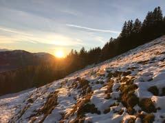 Den Sonnenuntergang geniessen auf dem Wildspitz. (Bild: Sarah Lötscher, 25. Dezember 2018)