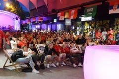 Juni und Juli: Während der Fussball-WM in Russland versammeln sich überall in der Region die Fans, um gemeinsam die Spiele auf Grossbildschirmen zu verfolgen. Die Stimmung in der «Gass» in Buchs war bei den Spielen der Schweizer Nati hervorragend. Bild: Corinne Hanselmann