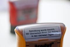 Stempel im Betreibungsamt. (Bild: KEYSTONE/Gaetan Bally, 5. Juli 2012)