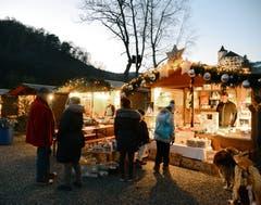 7.-9. Dezember: Der Buchser Marktplatz wird während des Chlausmarktes zum kleinen Holzhütten-Städtchen. Bild: Hansruedi Rohrer