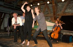 18. Mai: Die 7. Schlossmediale Werdenberg unter dem Motto «Wild» wird mit einem mitreissenden Konzertprogramm eröffnet. Rund 2200 Zuschauer, so viele wie bisher noch nie, besuchen in der Folge die vielfältigen Darbietungen und die Ausstellung auf Schloss Werdenberg. (Bild: Heidy Beyeler)