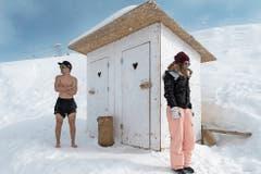 Vorfreude: Irgendwann öffnet sich an der Snowvolley-Meisterschaft auch diese WC-Tür. (Bild: Eveline Beerkircher (25. Februar 2018))