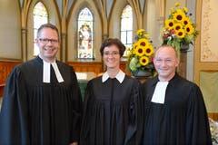 8. Juli: Feierliche Amtseinsetzung in der evangelischen Kirche Sevelen: Das Pfarrehepaar Beate und Jörg Drafehn zusammen mit Dekan Renato Tolfo (links). (Bild: Hansruedi Rohrer)
