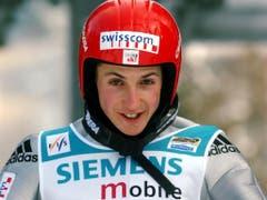 Gut gelaunt in Bischofshofen: 2001/2002 sprang sich Ammann an der Vierschanzentournee für die Olympischen Spiele warm (Bild: KEYSTONE/SIGI TISCHLER)