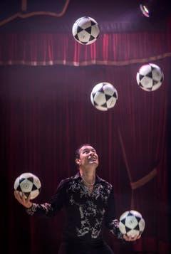 Jonglierkunst im Zirkus Stey in Steckborn. (Bild: Reto Martin)